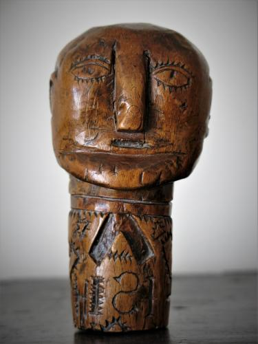 19th Century Walnut folk art Head (populaire)